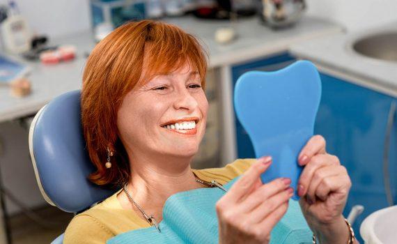 Descubra los beneficios de los implantes dentales de la mano de nuestros especialistas